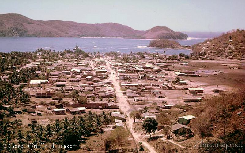 Zihuatanejo Bay circa 1969 (photo by Gene Cri-Cri Lysaker)