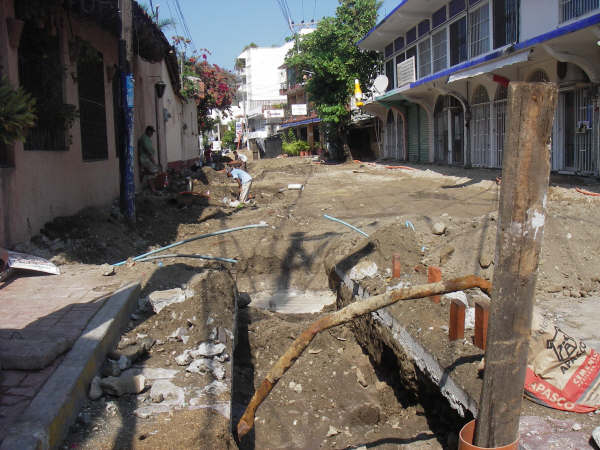 Street repairs on Juan N. Alvarez in Zihuatanejo